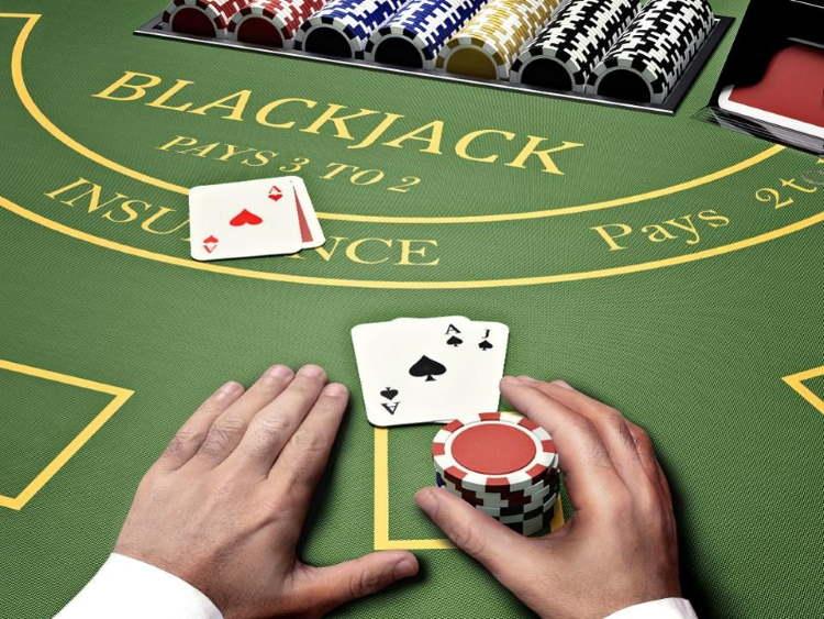 Advantages of Playing Blackjack Online
