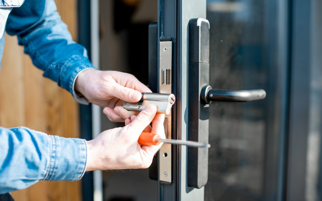 Why Should One Hire Professional Locksmith Services? - TechLogitic